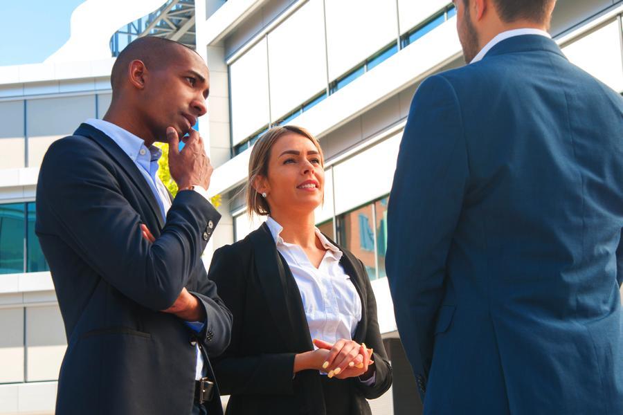 Vender é uma atividade que requer mais e mais o componente humano. Não se pode desconsiderar o papel das ferramentas de comunicação. Afinal, para o sucesso em vendas, entender o cliente é fundamental.